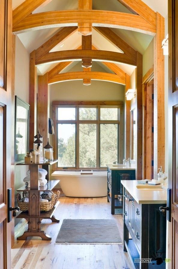 Деревянные балки на потолке ванной