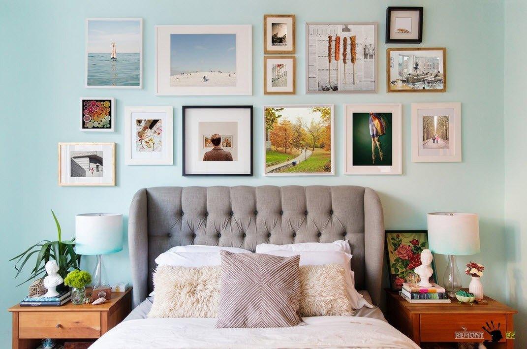 Выставка на стене спальни