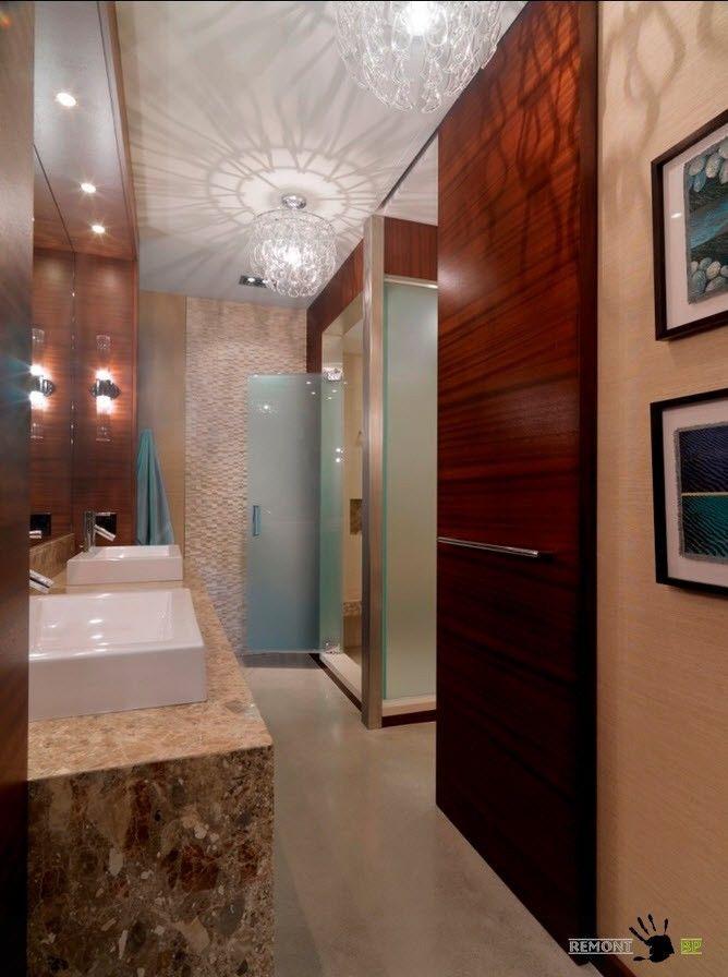 Ванная комнатас необычным потолком