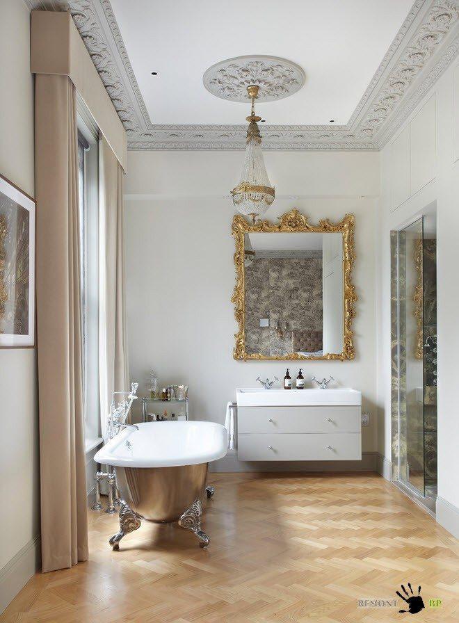 Барельефы на потолке ванной