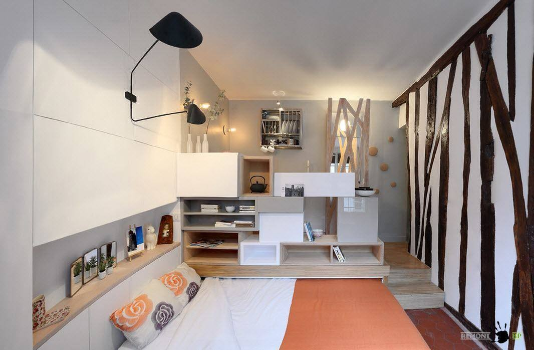 Спальня за стеллажом