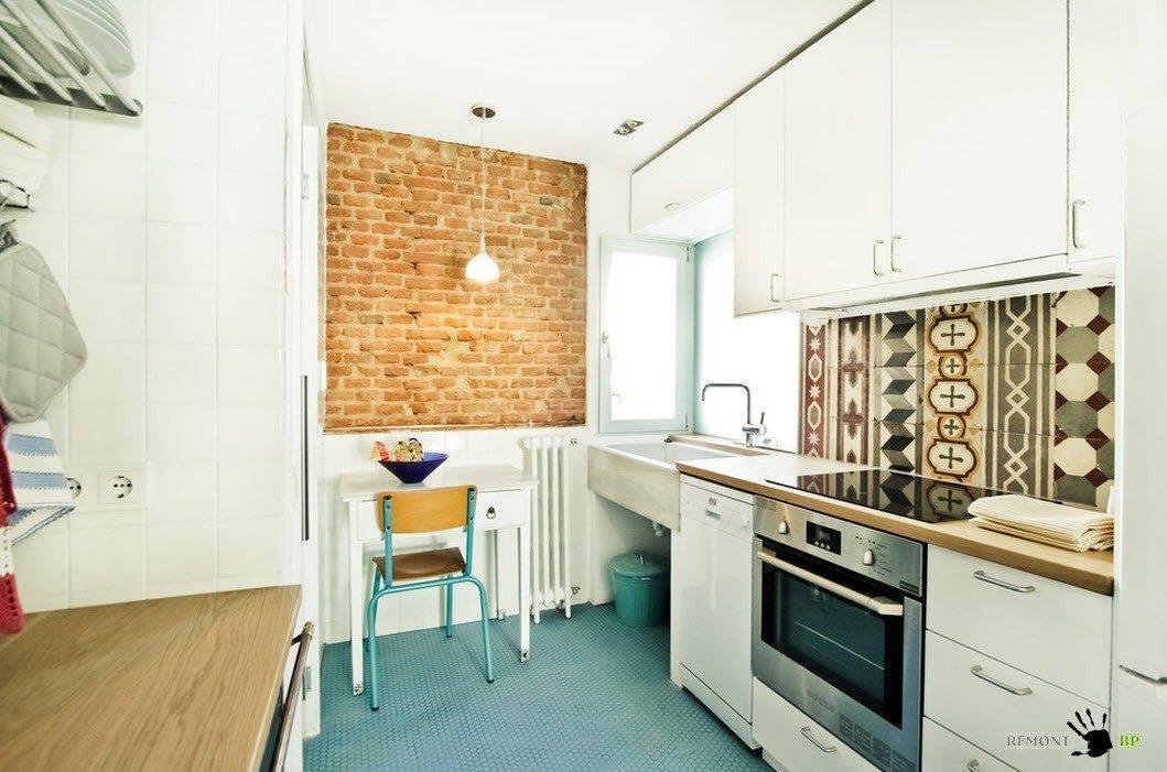 Небольшие акценты в белой кухне