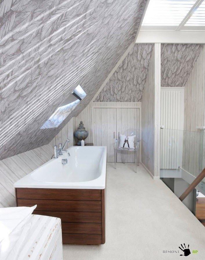 Потолки необычной формы в ванной