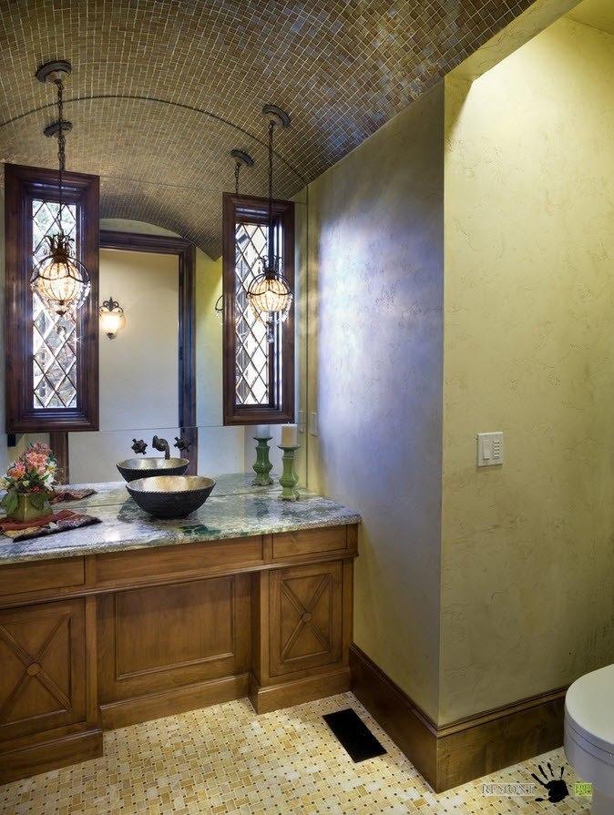 Дугообразный потолок в ванной