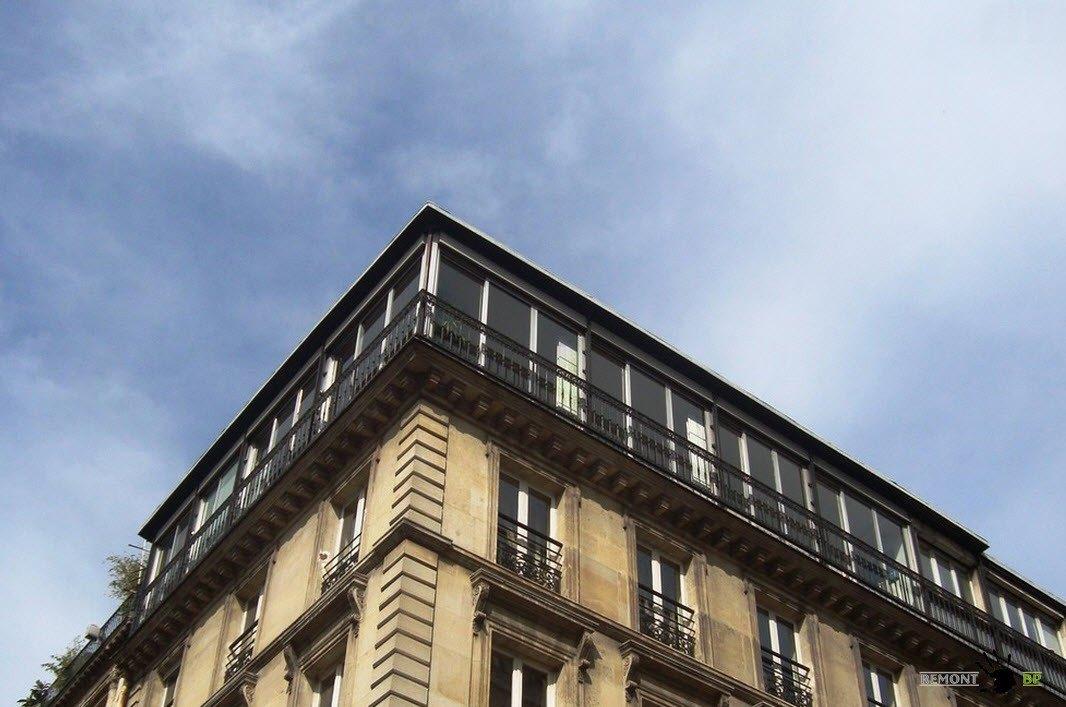 Квартира с панорамными окнами на верхнем этаже здания