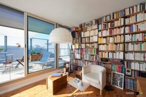 Интерьер гостиной-библиотеки