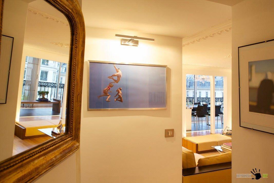 Зеркало и другие элементы декора помещения
