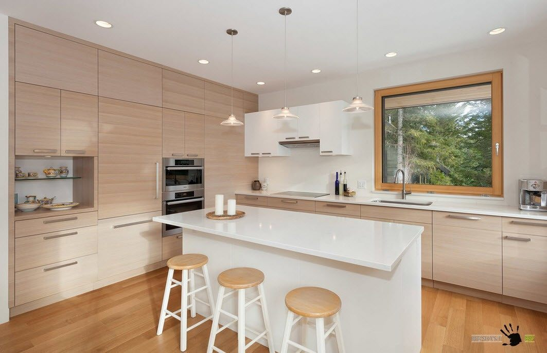 Бело-бежевая кухня