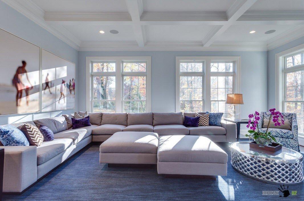 Угловой огромный диван