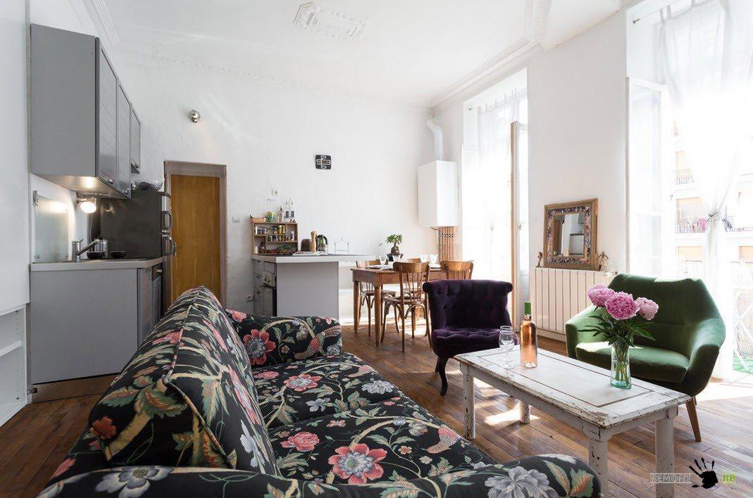 Красочный дизайн квартиры в стиле винтаж в Париже на фото