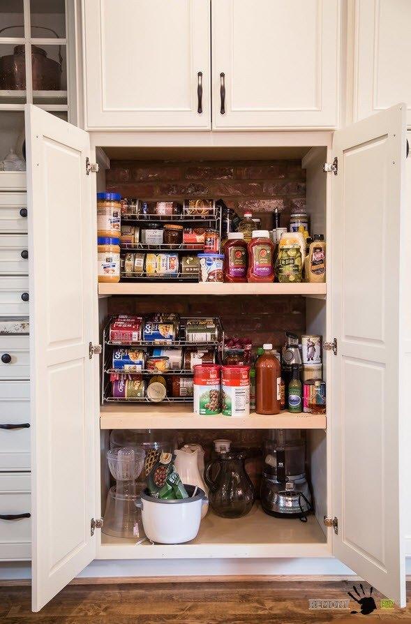 Светлый <em>интерьер кухни с кладовкой фото</em> шкаф