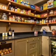 Дизайн кухонной кладовой