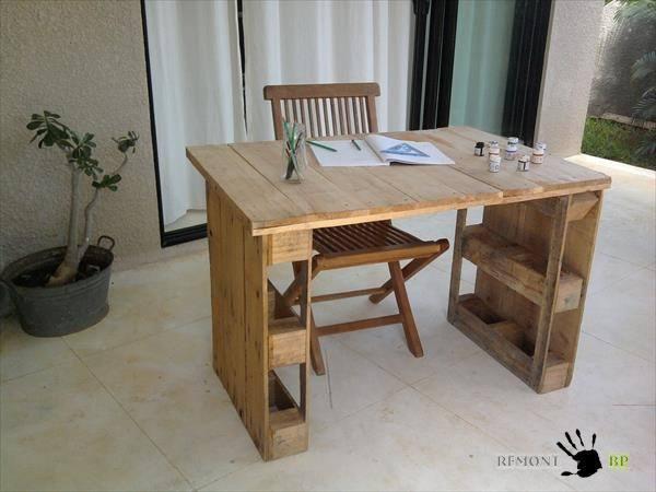Стол с отсеками для хранения