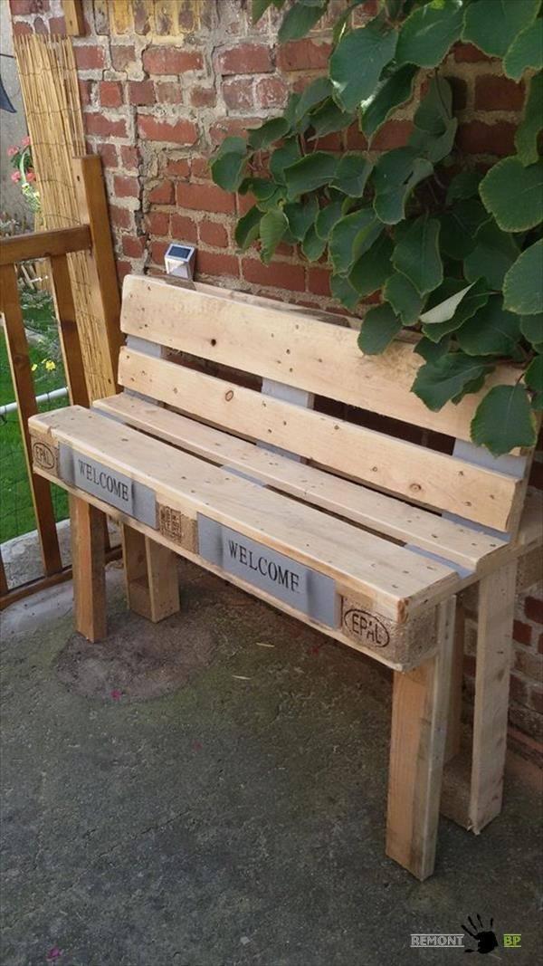 Небольшая скамейка