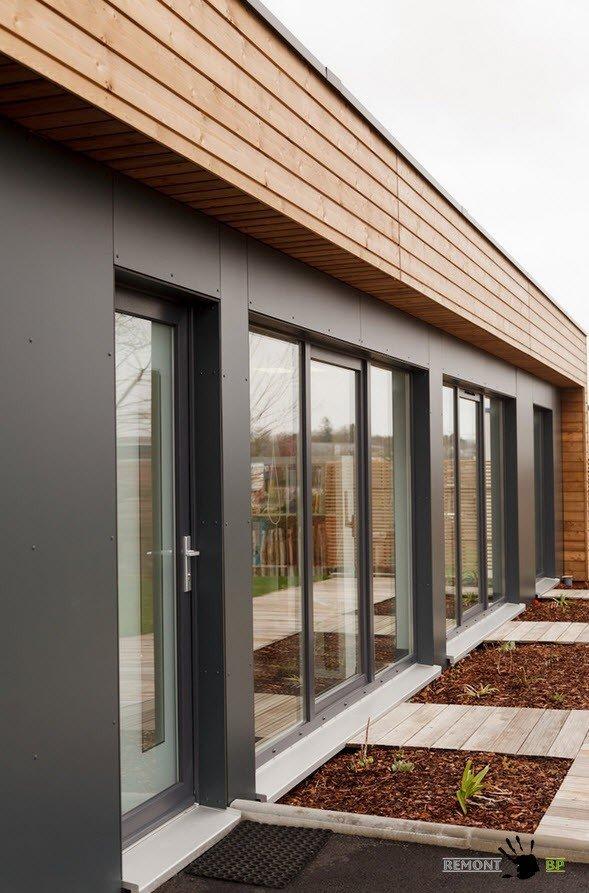 Большие окна в доме в стиле модерн