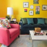 Интерьер гостиной с желтым цветом