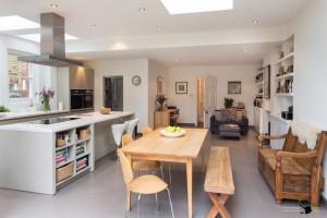 Современный дизайн интерьера кухни-гостиной