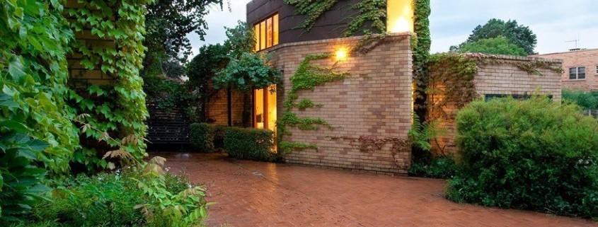 Кирпичные фасады современных частных домов