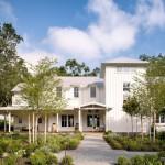 Белый фасад частного дома – особенности отделки