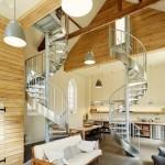 Интерьер со спиральными лестницами одного загородного дома