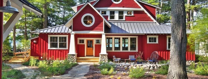 Фасад частного дома красного цвета