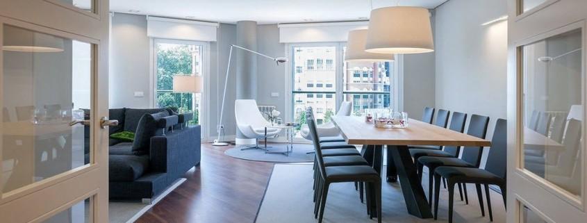 Современный дизайн гостиной-столовой