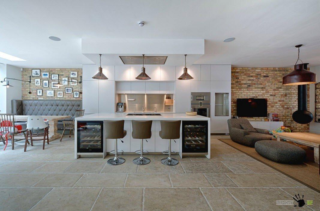 Кухня по центру длинной стороны