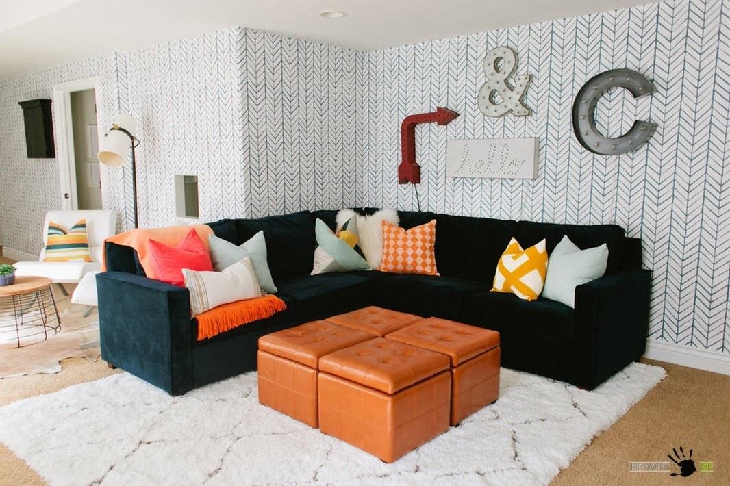 Темная обивка дивана