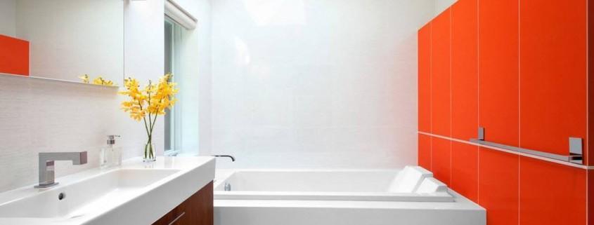 Интерьер ванной комнаты средних размеров
