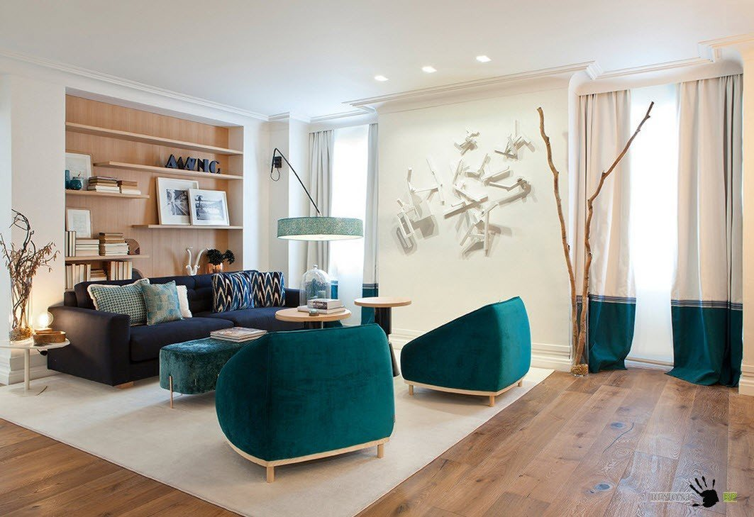 Яркая обивка мебели