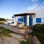 Открытая терраса испанского дачного домика