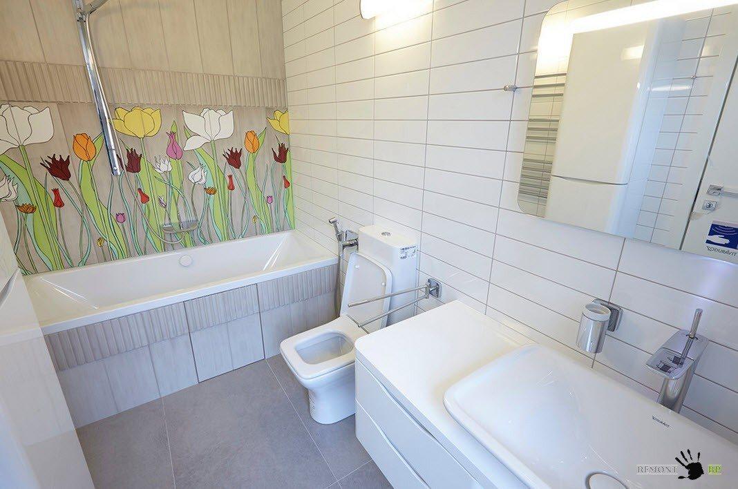 Ванная комната с цветочным декором