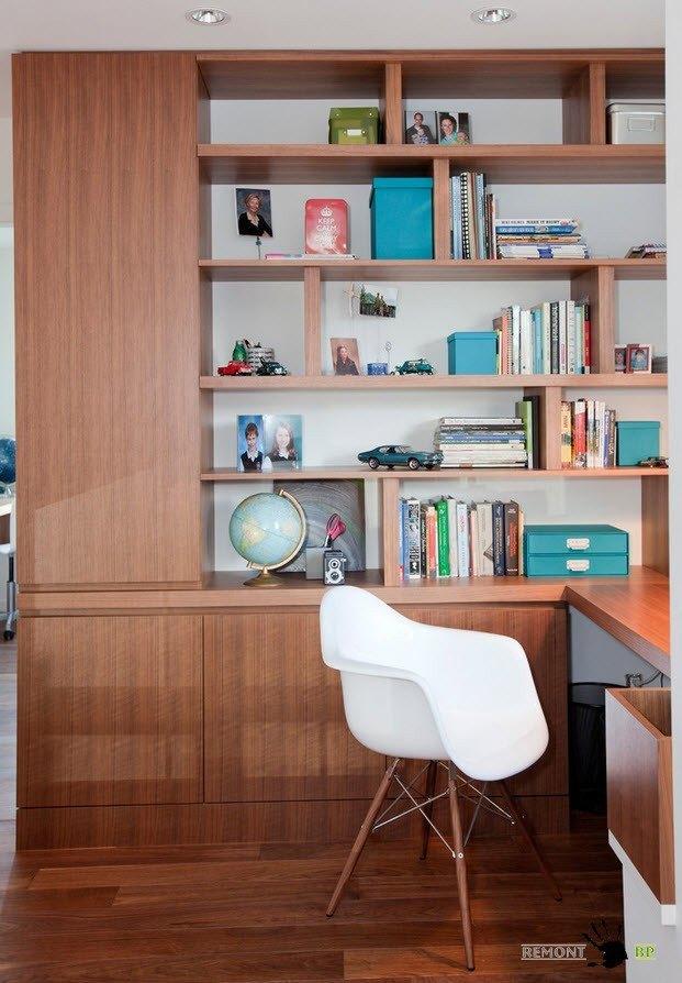 Зона кабинета с большой рабочей поверхностью