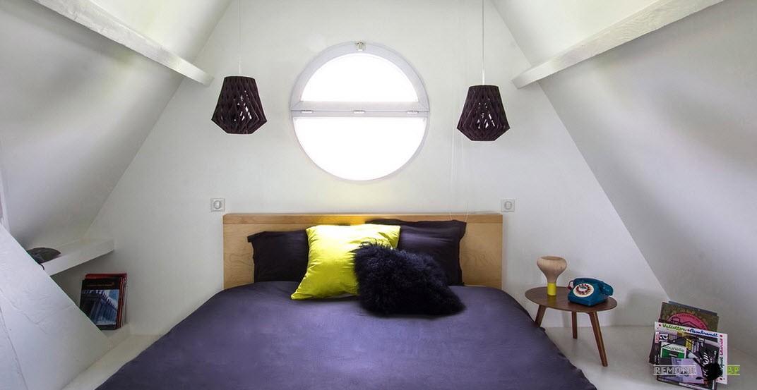 Спальня с контрастным дизайном