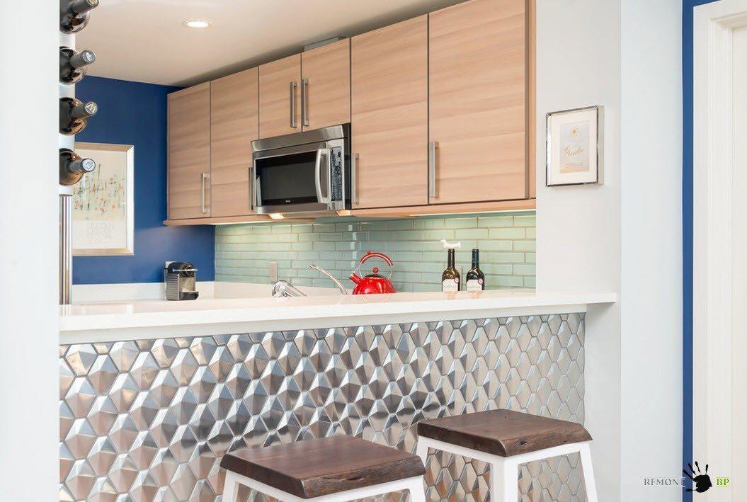 Кухонная зона, отделенная барной стойкой