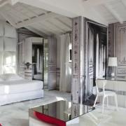 Оригинальная спальня в загородном доме во Франции
