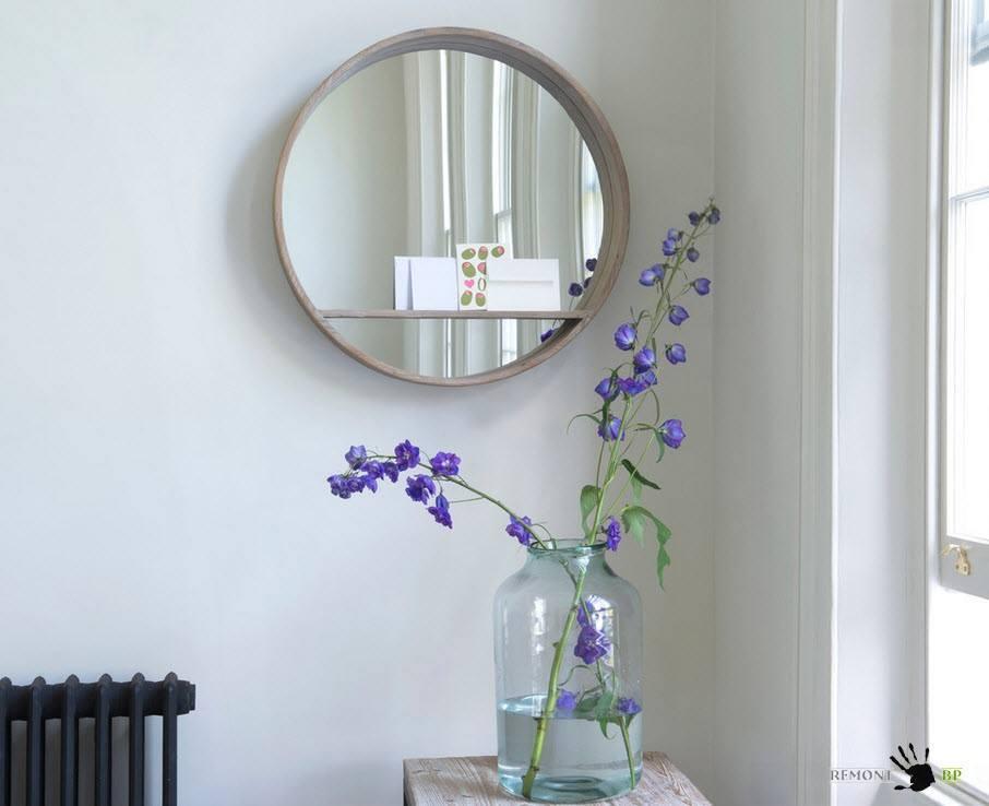 Круглое зеркало для интерьера в деревенском стиле