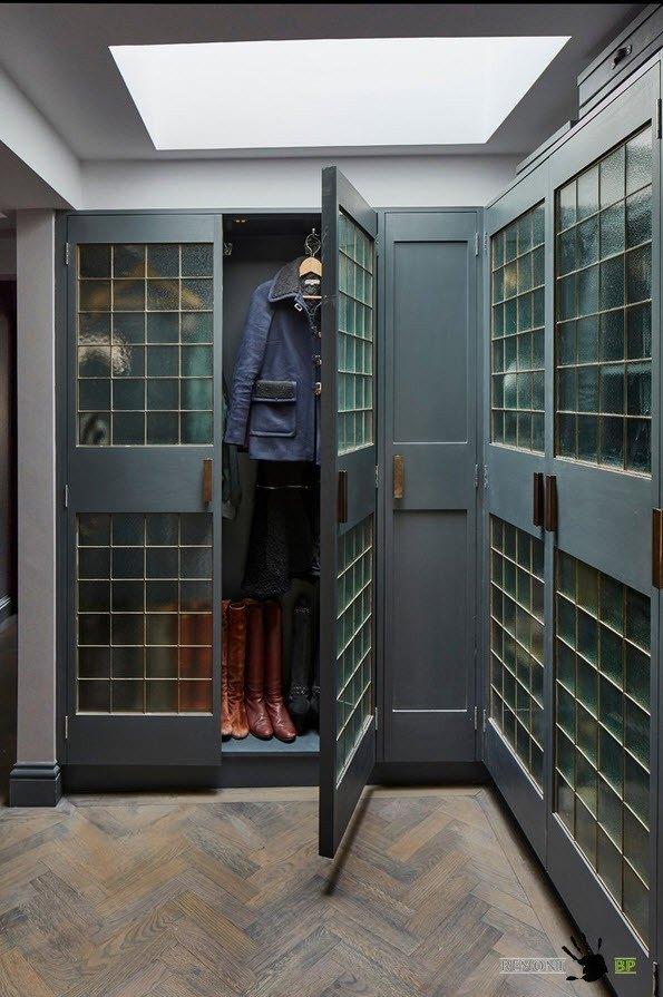 Оригинальные шкафы для квартиры в стиле лофт