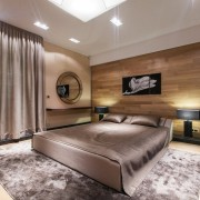 Просторная спальня в питерской квартире