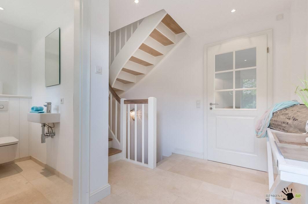 Дизайн пространства возле лестницы