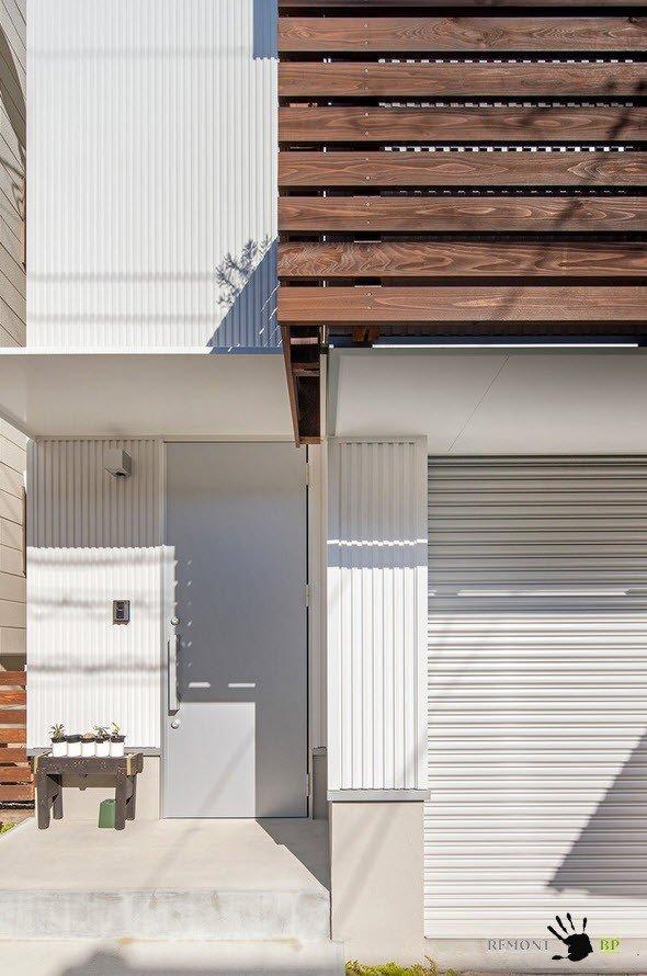 Вход в японский частный дом