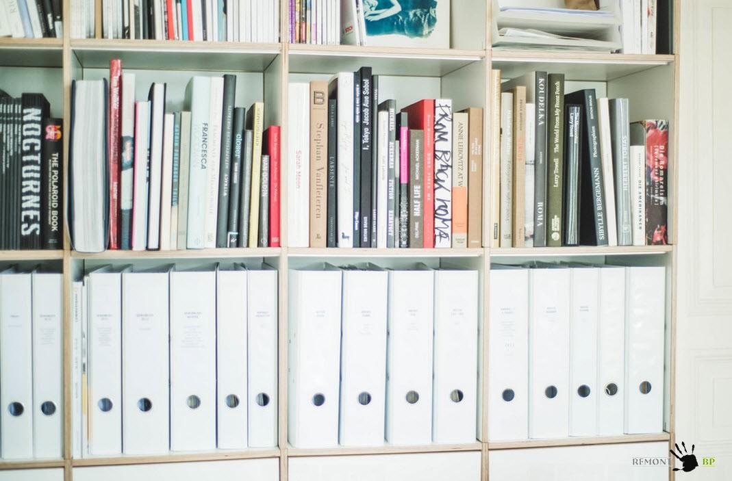 Открытые книжные стеллажи