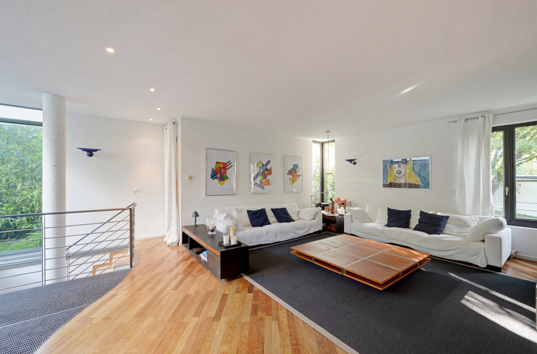 Контрастный дизайн общей комнаты