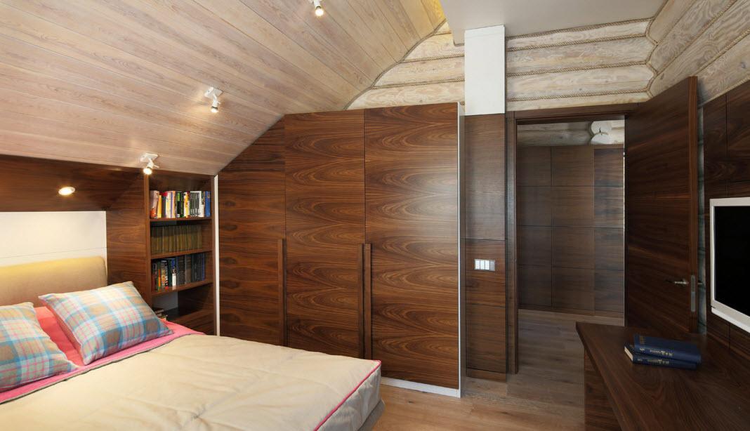 Спальня с книжными стеллажами