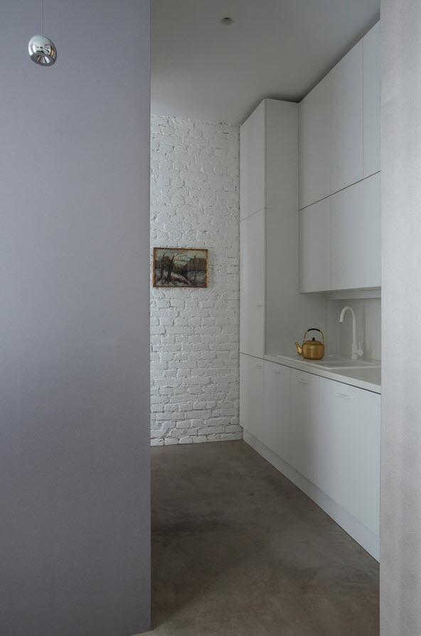 Кухонная зона в серо-белой палитре