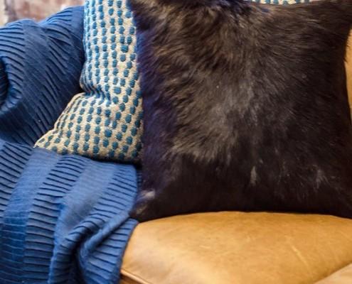 Текстиль диванных подушек