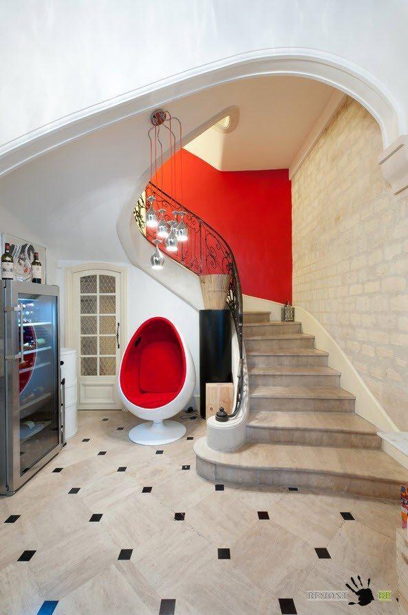 Классическая лестница в современном интерьере