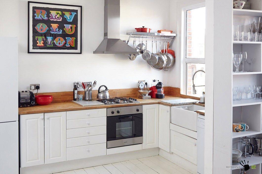 Белые фасады для маленькой кухни