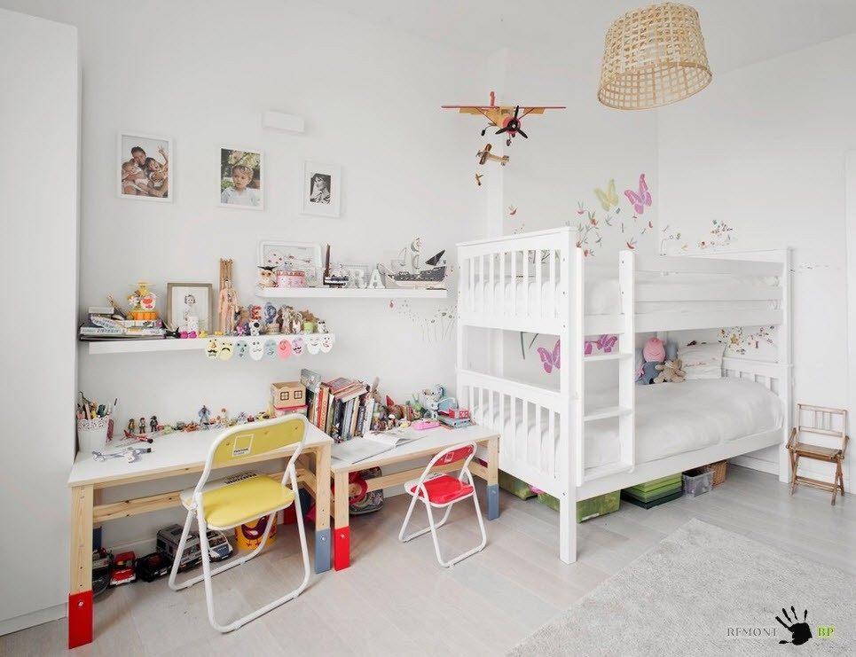 Детская комнат в белых оттенках