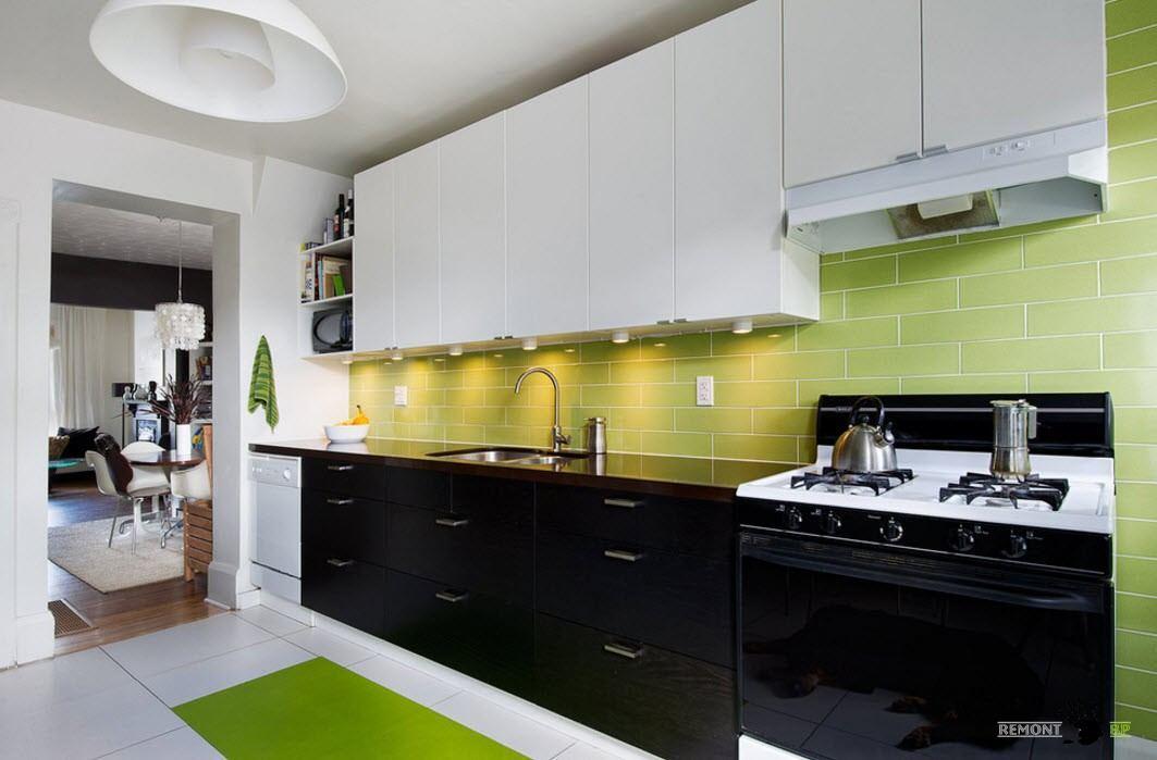 Зеленый фартук для черно-белого гарнитура